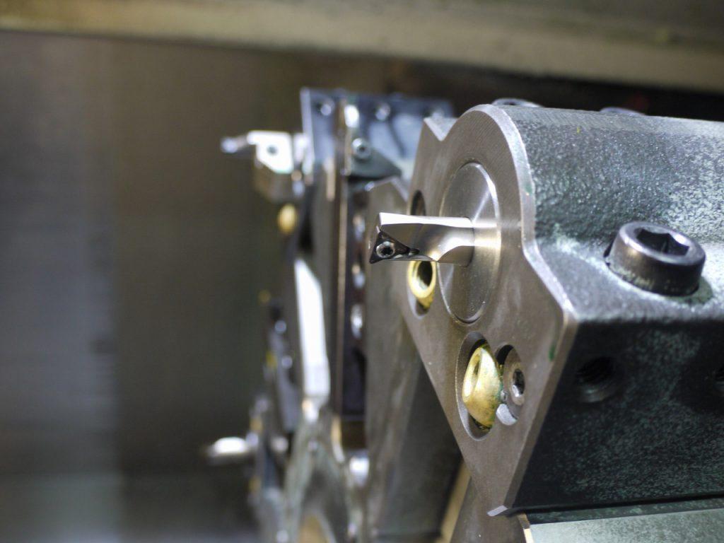 高速度工具鋼鋼材の加工。最適なチップ選択。